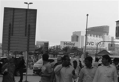 迪拜显海尔广告牌(图)