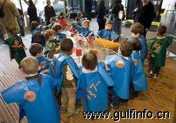 学生返校季阿联酋儿童鞋服市场销售火爆
