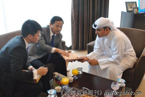 唐卫斌总领事会见迪拜经济发展局局长