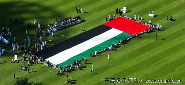 阿布扎比100万支铅笔造世界最大国旗