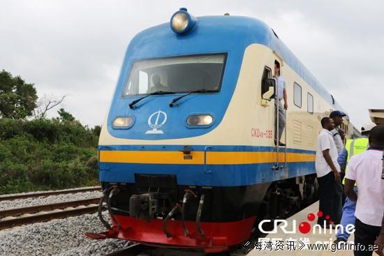 非洲首条中国标准铁路试乘 车内屏幕播放《功夫熊猫》