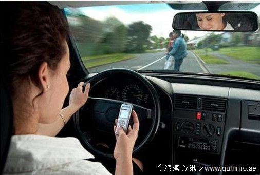 上海开车玩手机扣2分罚200 人大代表建议入刑