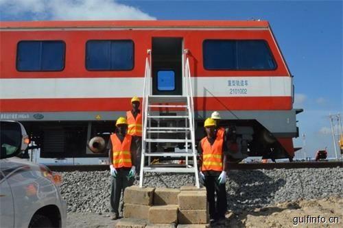 """中国中车向肯尼亚输送第一批60辆铁路货车,彰显中国""""匠工精神""""!"""