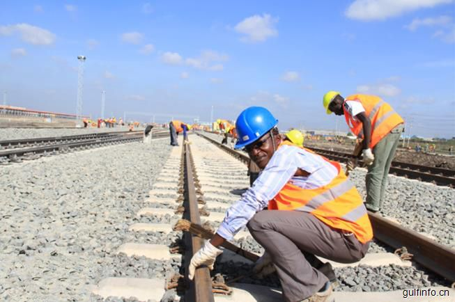 英媒:英国拿10亿非洲修路失败 中国完工只要俩月