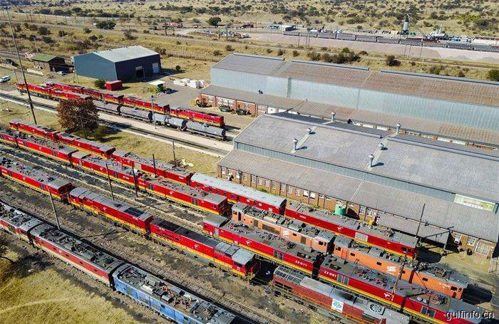 金砖合作机制为轨 中国机车开到南非