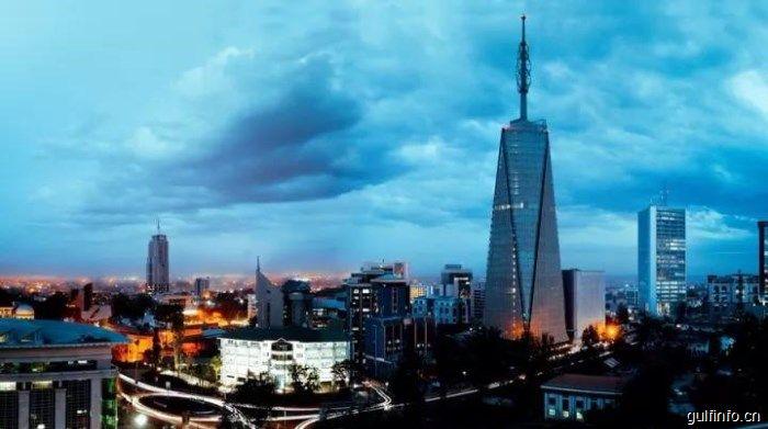 站在通信基站的顶端,他拍到了肯尼亚的非常之美