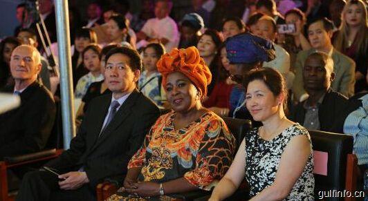 """中国茶文化走进非洲 在南非举行""""海丝茶道""""文艺展演"""