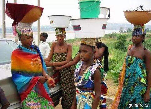 非洲人为啥喜欢头上顶个盆儿?
