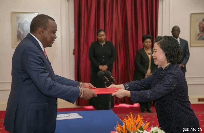 中国新任驻肯尼亚大使孙保红向肯尼亚总统肯雅塔递交国书