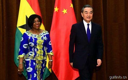 王毅同加纳外交与地区一体化部长博奇韦举行会谈
