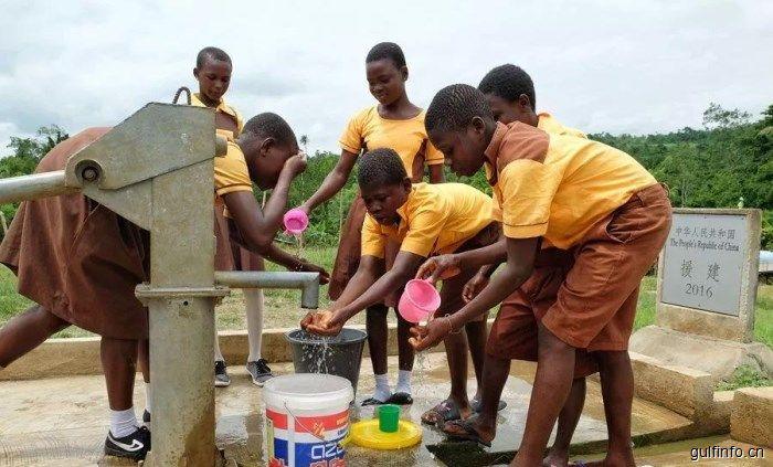 """加纳:中国人援建的水井让我们终于喝上了好喝的""""纯净水"""""""
