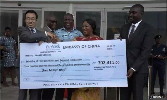 中国向加纳外交部提供能力建设援助并捐赠工作用车