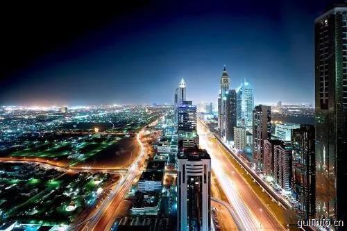 迪拜超速行驶的兰博基尼在3个小时内被罚款17万迪拉姆。/RTA推出智能季节性停车卡