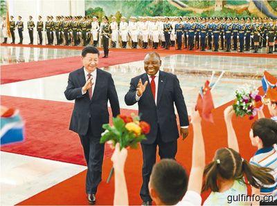 习近平同南非总统拉马福萨会谈,并签署双边合作文件