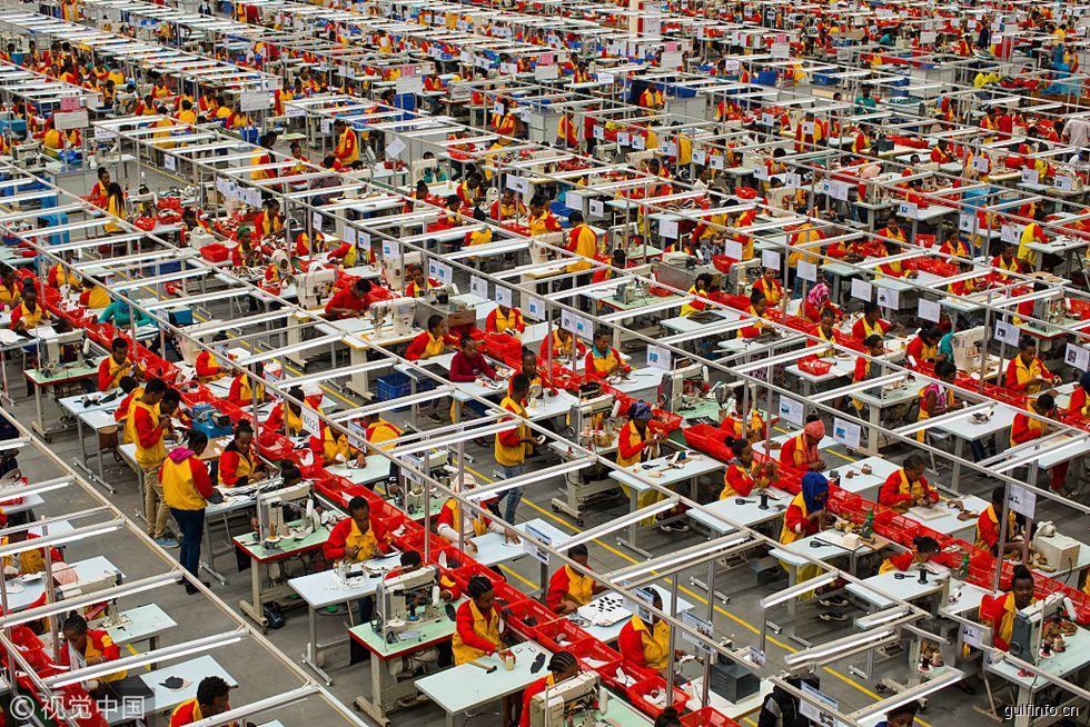 中国工厂在非洲 应聘者络绎不绝