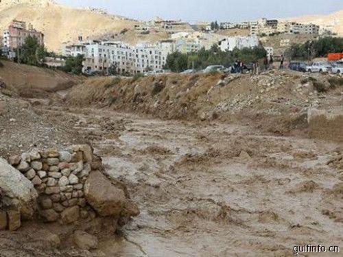 谢赫穆罕默德命令紧急空运帮助约旦洪水灾民