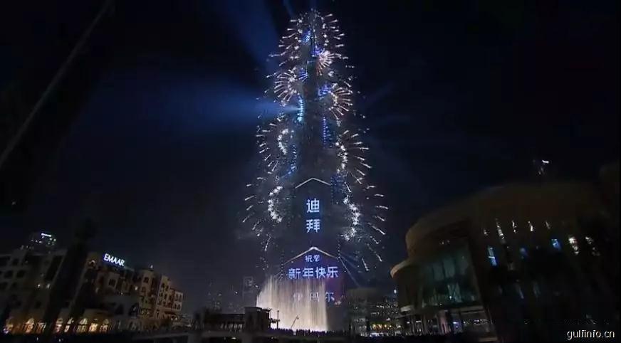 2019迪拜哈法利塔首次跨年灯光秀,打破世界吉尼斯记录
