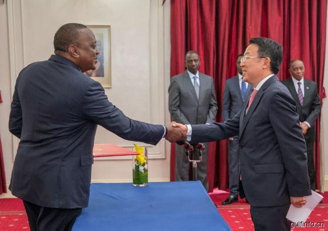 中国新任驻肯尼亚大使吴鹏向肯尼亚总统肯雅塔递交国书