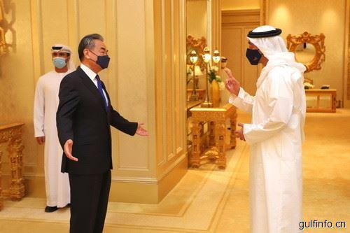 王毅同阿联酋外长阿卜杜拉举行会谈