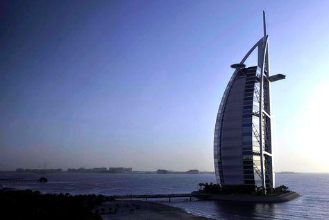迪拜帆船酒店喜迎蛇年春节
