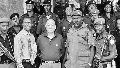 非洲唯一华人酋长:拥有警卫队 本是上海教师